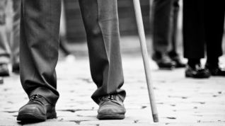 man_legs_walking_cane-1024x576